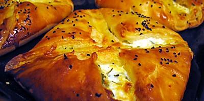 فطائر الجبنة بعجينة الباف بستري