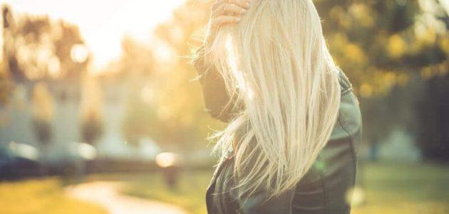 محاذير ونصائح قبل تطبيق صبغة الشعر
